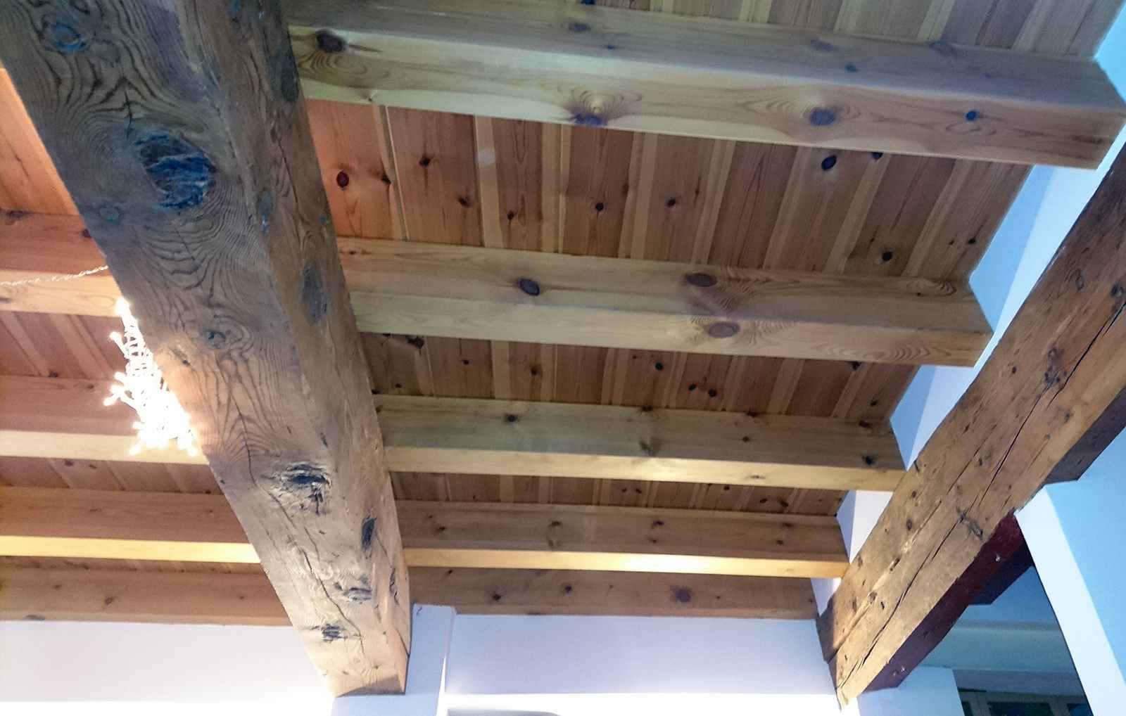 Serforma carpinter a viga estructura tejado entreplanta for Tejado madera maciza