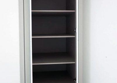 Interior vestidor blanco fabricado por Serforma a medida