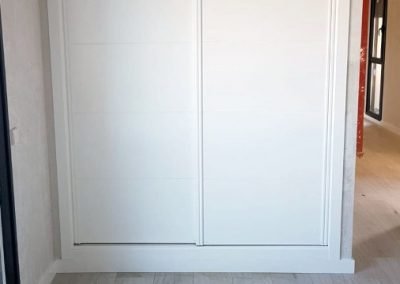 Puerta corredera vestidor fabricado por Serforma