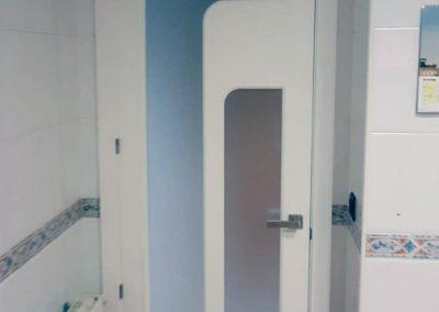 Puerta con cristal artesana serforma