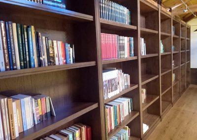 Serforma librería a medida madera wengue 03