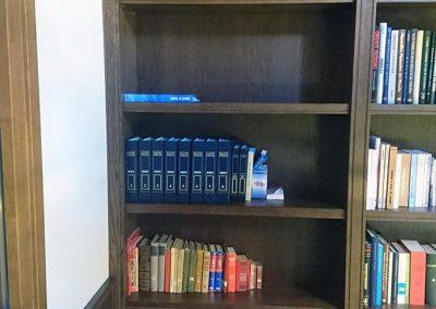 Serforma librería a medida madera wengue 04
